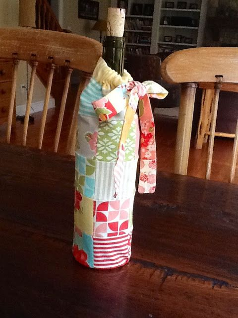 30-Minute Gift: Patchwork Wine BagTutorial on the Moda Bake Shop. http://www.modabakeshop.com