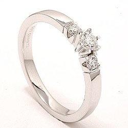 Diamonds are a girls best friend / diamant og hvidguld. Det ville da passe perfekt til vielsesringen ;-)