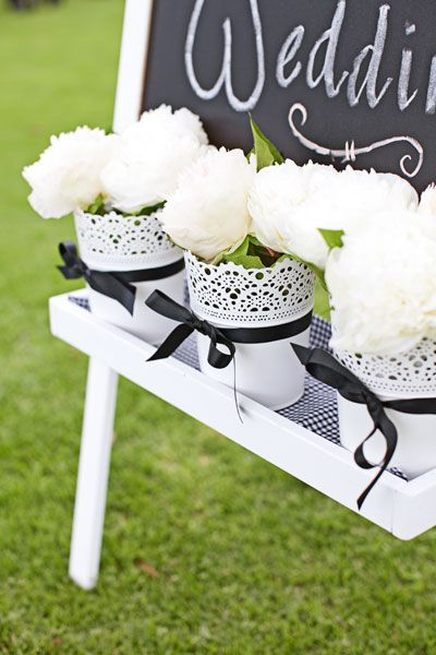A black and white theme can really pop against a green garden setting. Photo by Sarah Kate Dorman.