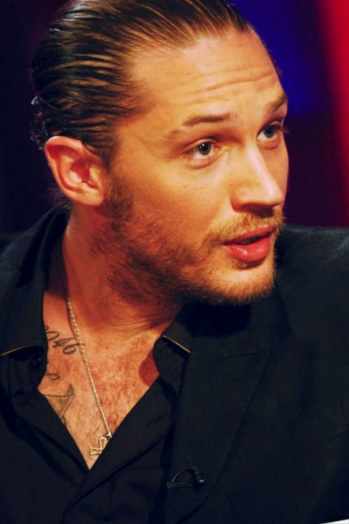 Tom Hardy looked so hot in this interview. ❤❤