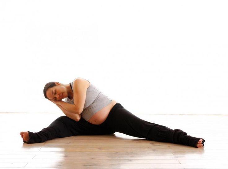 Future maman, le jour de l'accouchement approche et vous vous sentez partagée entre l'impatience de tenir votre bébé dans vos bras et la peur de perdre les pédales face à la douleur des contractions. Voici quelques conseils pour vivre un accouchement plus serein.