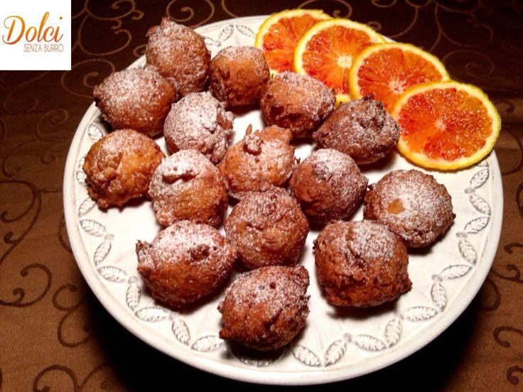 Le FRITTELLE DOLCI DI RISO ALL'ARANCIA delle golose sfere croccanti all'esterno con un ripieno cremoso di #riso aromatizzato all' #arancia . Delle #frittelle #dolci perfette per merende o dessert sfiziosi! Ecco la #ricetta del #dolce http://www.dolcisenzaburro.it/recipe-items/frittelle-dolci-di-riso-allarancia/ #dolcisenzaburro healthy and light dessert sweet cakes