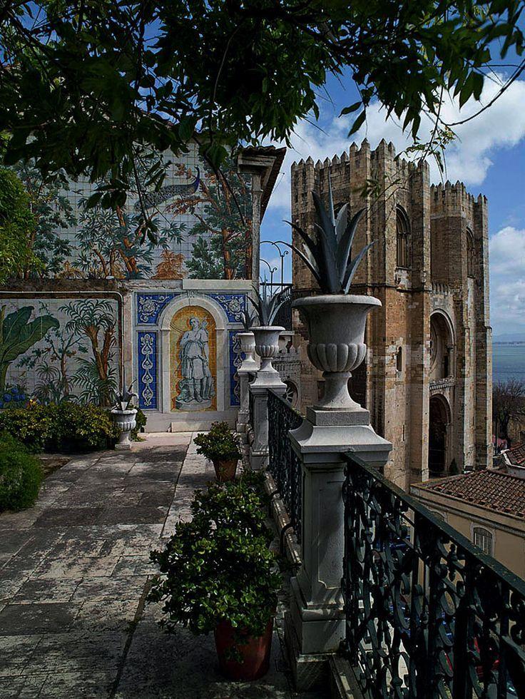 El mirador de la Catedral de la Sé. Lisboa, Portugal: