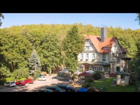 Hotel am Schlosspark - Wernigerode - Visit http://germanhotelstv.com/am-schlosspark This hotel in Wernigerode offers a daily breakfast buffet free parking and a sauna area with solarium. It is located at the edge of the forest next to the Schlosspark (castle park). -http://youtu.be/-WpvcXJr7BQ