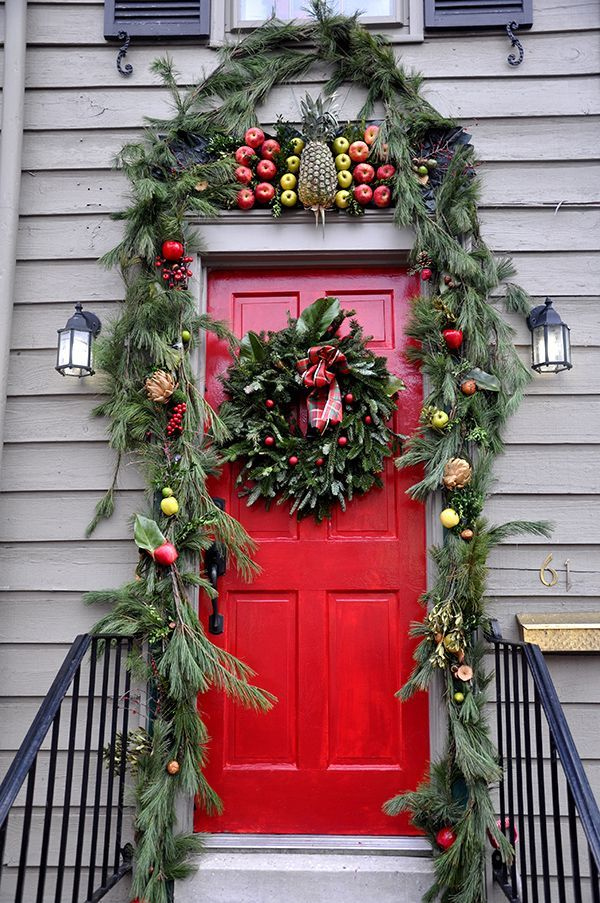 leafy green doorway and wreath decoration idea