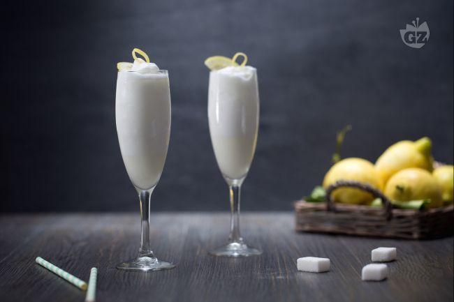 Il sorbetto al limone fatto in casa è un dessert fresco e dissetante, il grande classico estivo per concluedere il pasto al quale non saprete dire no!