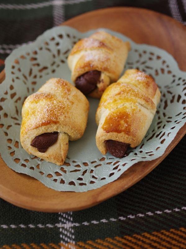 ホットケーキミックス(HM)で簡単に作ることのできる、おやつパンです。 分量は、作りやすい食べきりサイズのミニ菓子パンです。周囲に好評だったので、こちらでも登録させていただきました。 材料 3人分 ホットケーキミックス  …