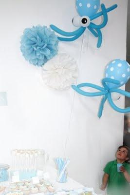 Los globos y los pompones de la decoración
