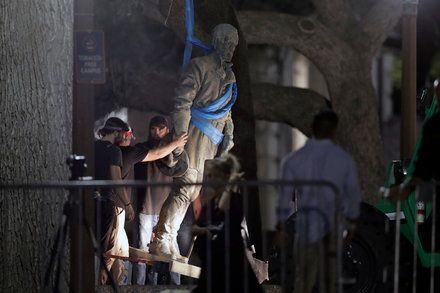University of Texas at Austin Removes Confederate Statues in Overnight Operation