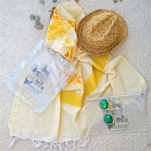 Sarı Dantelli Plaj Seti - Peştemal Sarı Bikini Çantası Şeffaf  Kumaş Türü: Plaj Çantası PVC Peştemal %100 Pamuk Bikini Çantası PVC Paket İçeriği: 1 adet plaj çantası 1 adet peştemal  1 Adet Bikini Çantası