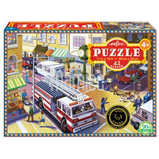 Krásně ilustrované puzzle s velkým hasičským autem a dopravní situací ve městě.