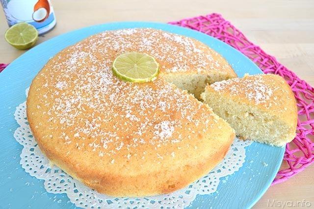 Buondì amiche, iniziamo la settimana con una torta al latte di cocco e lime, un dolce dal sapore un pò esotico e che ha una sofficità davvero