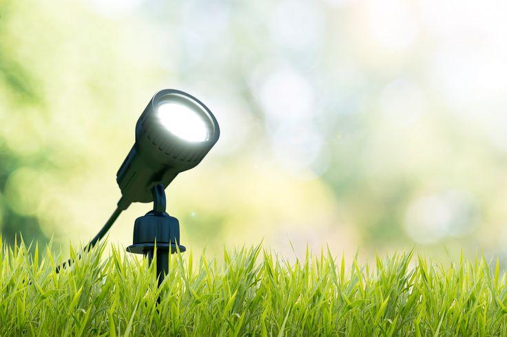 Der LED Gartenstrahler Nima ist mit einer Wandhalterung ausgestattet, kann aber mit dem Spieß auch in jedes Blumenbeet gesteckt werden. Die Leuchte ist mit der Schutzklasse IP44 ausgestattet und damit super für den Außenbereich geeignet. Das 3 Watt starke GU10 Leuchtmittel sorgt für ein schönes warmes licht. Durch die mitgelieferten Blenden, kann man bei der Farbe des Lichts zwischen neutral, grün und orange wechseln. Probiert's einfach mal aus...