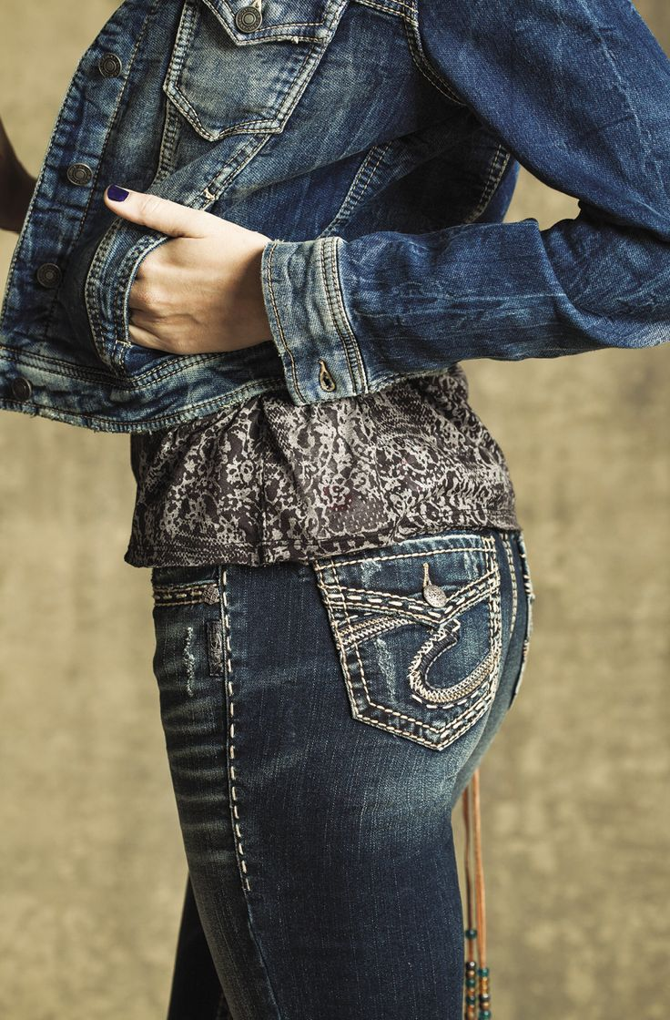 Loving the pockets on these Aiko Mid Bootcut jeans from Silver Jeans Co. The perfect denim outfit! #silverjeans