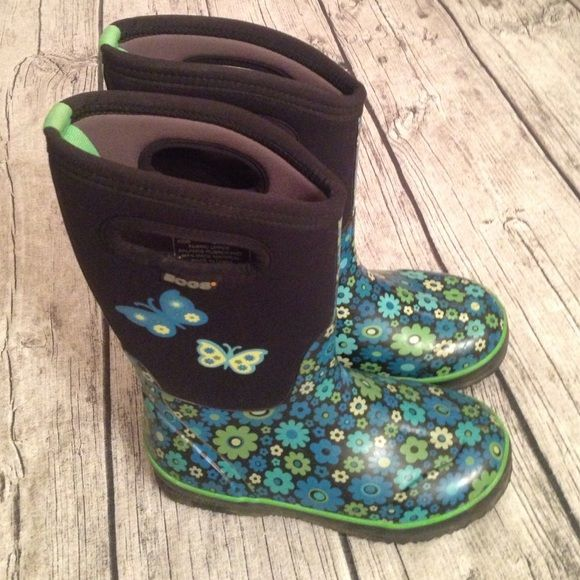 Girl's size 3 floral Bogs boots, insulated. Bogs- girls boots size 3. Insulated to -30. Perfect for snow or rainy days. Bogs Shoes Winter & Rain Boots