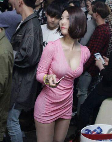 클럽녀의 왕가슴 옆집누나의 사이즈와 같다.이런 가슴 한번 체험해보자.. http://vivianhouse.com  내 옆집 누나의 가슴 검색하시면 리얼한 가슴을 만질수 있습니다.