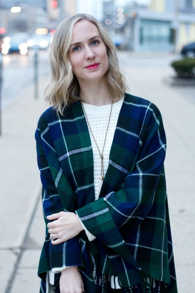 poncho a cuadros, suéter túnica, polainas de cuero, zapatos Oxford leopardo traje http://sarahsreallife.com/2017/01/19/leopard-oxfords-plaid-poncho/