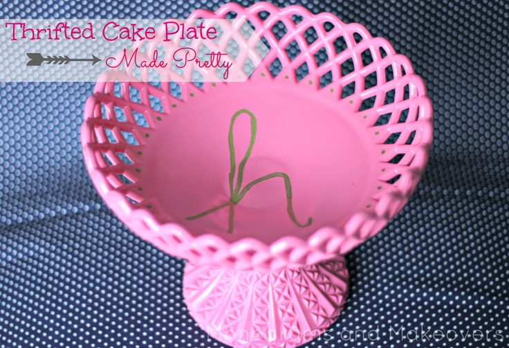 Monogram Cake Plate  Thirft store find spray painted with gold monogram.: Cakes Plates, Thrift Cakes, Thrift Stores, Monograms Cakes, Monogram Cake, Cake Plates, Plates Thirft