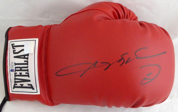 Sugar Ray Leonard Autographed Red Everlast Boxing Glove Beckett BAS #D12745