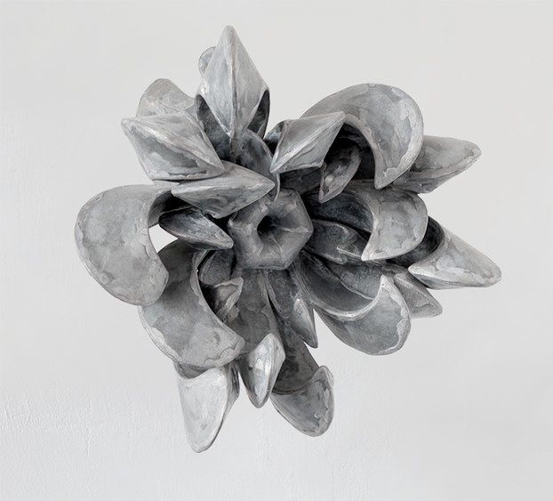 Mary Geradts: Muurbloem XIX - 2012 zink 31 x 33 x 28