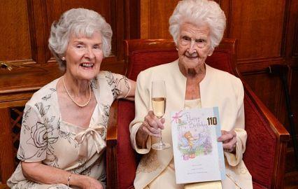 Грейс Джонс, которую друзья называют «Потрясающая Грейс», является одной из десяти долгожителей Великобритании: ей в минувшую пятницу 16 Sep 2016  исполнилось 110 лет. Она рассказала, что секрет ее долголетия — виски. Новости. Онлайн-гид по Лондону.