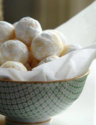 "white chocolate lemon truffles! Another ""must try""....soon!: Desserts, Chocolates Truffles, White Chocolates, Candy, Sweet Treats, Chocolates Lemon, Recipes, Lemon Truffles, Baking"