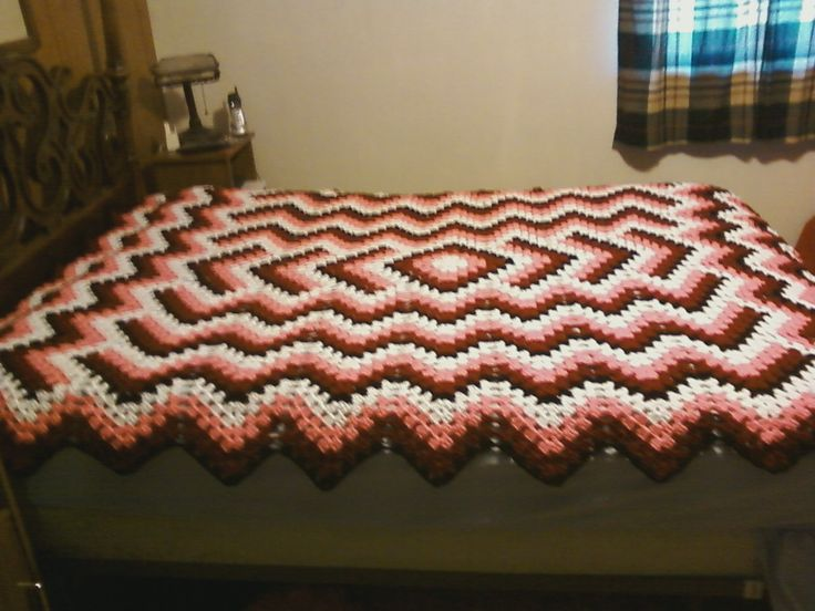 Free Queen Size Crochet Afghan Pattern : Queen Size Drop In the Pond afghan. Colors are white, pink ...