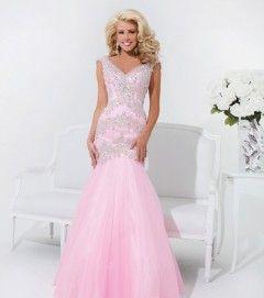 http://www.dzinecouture.co.za/evening-dresses/#.UxlmAl5YWX4