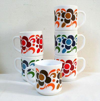 Tasses mugs Arcopal vintage 70's. www.lamerelipopette.com
