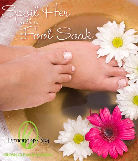 Moms deserve to be pampered! Ease tired feet, remove dry skin and soften heels with a rejuvenating foot spa. #LemongrassLovesMom