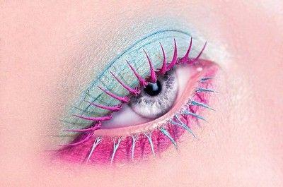 Pink, blue, white makeup w pink/blue eyelashes (佳世 ツ)