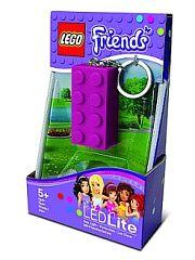 """Брелок-фонарик для ключей LEGO Friends (цвет: лиловый) LEGO.  Каждая любительница серии """"Фрэндс"""" Лего - маленькая королева. И как любая другая модница она ищет пути для самовыражения. Стильным и оригинальным решением будет приобретение компактного брелока-фонарика Лего выполненного в виде маленького продолговатого кирпичика. С ним Вы в прямом смысле засверкаете! Удивите своих друзей и близких станьте еще более яркой личностью вместе с Лего! Увлечение кубиками свойственно даже взрослым людям…"""