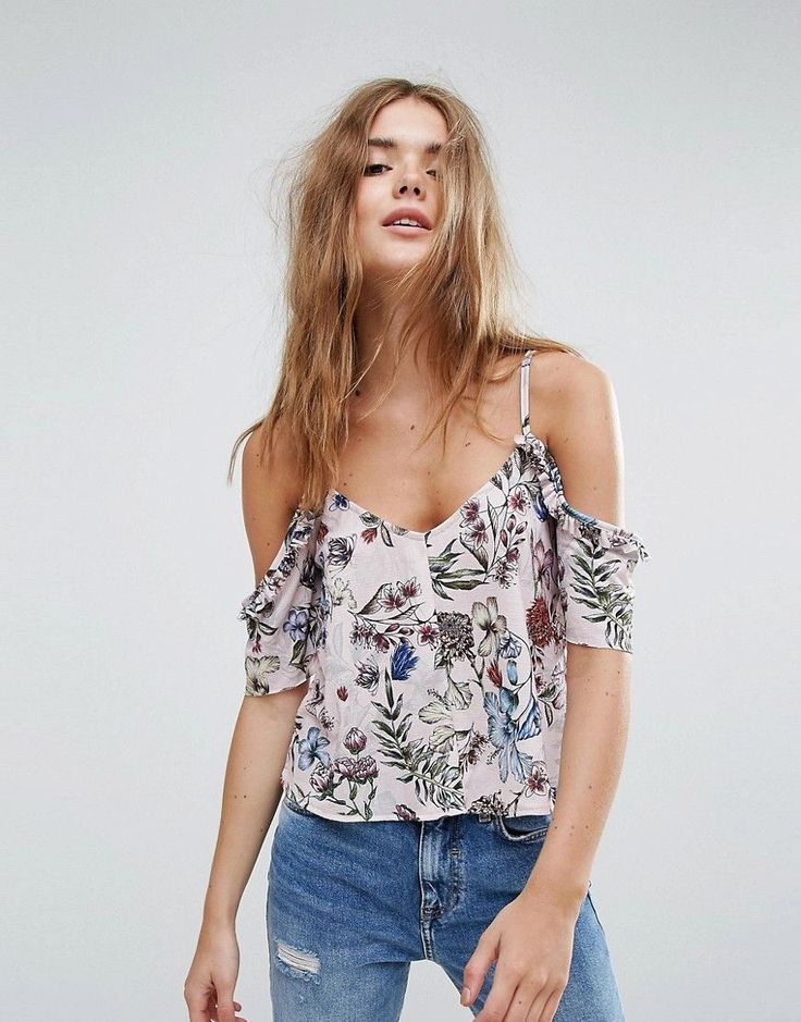 Buy it now. Pull&Bear Floral Printed Off The Shoulder Crop Top - Pink. Top by Pull Bear, Smooth woven fabric, Off-shoulder design, Floral print, Regular fit - true to size, Machine wash, 100% Polyester, Our model wears a UK S/EU 34/US 4 and is 175cm/5'9 tall. Born in the 90s, Pull Bear aren�t ones to suffer stereotypes. With a big nod to street style, Pull Bear go for an androgynous look, adding grunge influences and cool, sportier elements across a laidback and easy-wearing collection of…