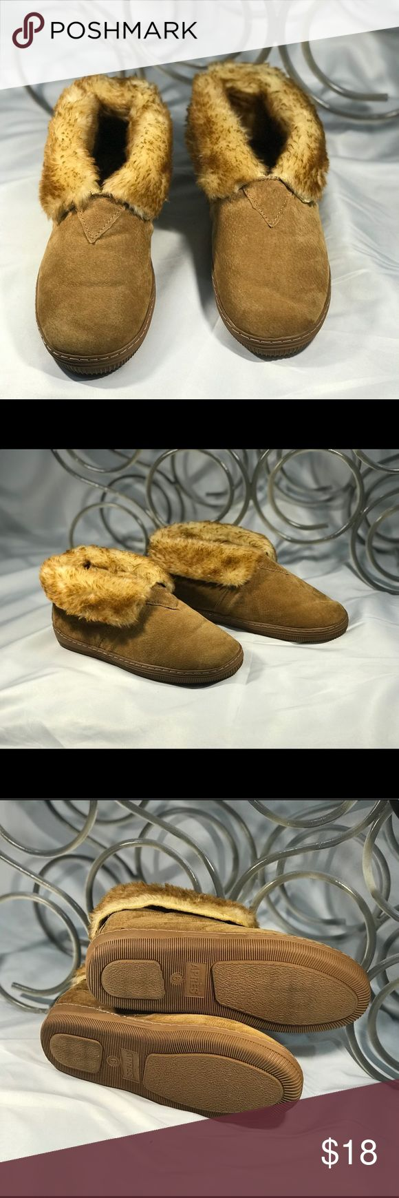 😘 CUTE BROWN APRES MOCCASINS/ANKLE BOOTS ▪️Sz 6▪️ Details.....☺️🤔 Brand:  APRES  SKI BOOTS  Size: 6 Material: LEATHER    Color: BROWN  Features: FUR LINED (SEE PICTURES)  ▪️▪️▪️▪️▪️▪️▪️▪️▪️▪️   Fine Print: -Questions? If you have any questions please feel free to send me a message. Storage Conditions: Pet-free & Smoke-free. -Shipping&Handling: All items will be shipped within 1 Business Day (same day for most orders).   Thank You For Shopping 523EXCHANGE! apres Shoes Moccasins