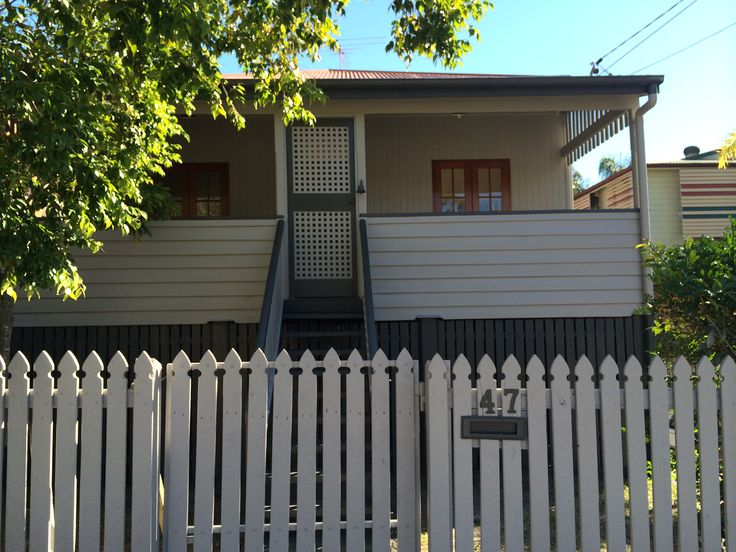 A wee workers cottage on the border of Stones Corner and Coorparoo given a pre-sale revamp finished in Woodland Grey and Dune.  It should be on the market in the next couple of weeks contact Kay Smith at Ray White, Coorparoo for further details - http://goo.gl/bXZtcT
