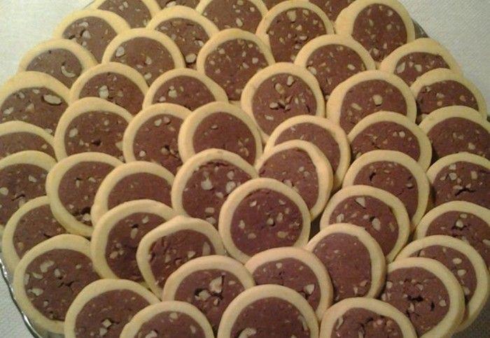 Ke kafíčku jako stvořené. Vynikající sušenky, které si oblíbíte. Super vypadají a ještě lépe chutnají.