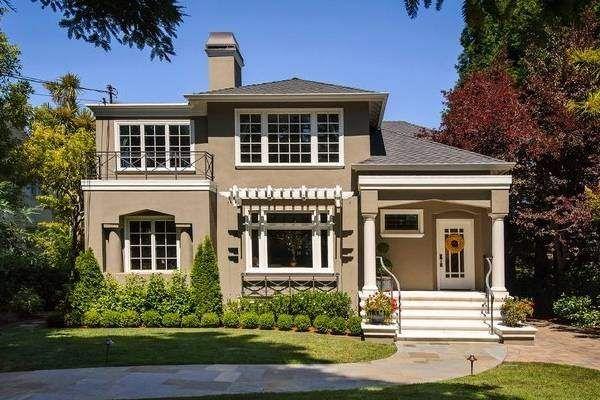 В какой цвет покрасить дом снаружи - фото бежево-коричневого фасада