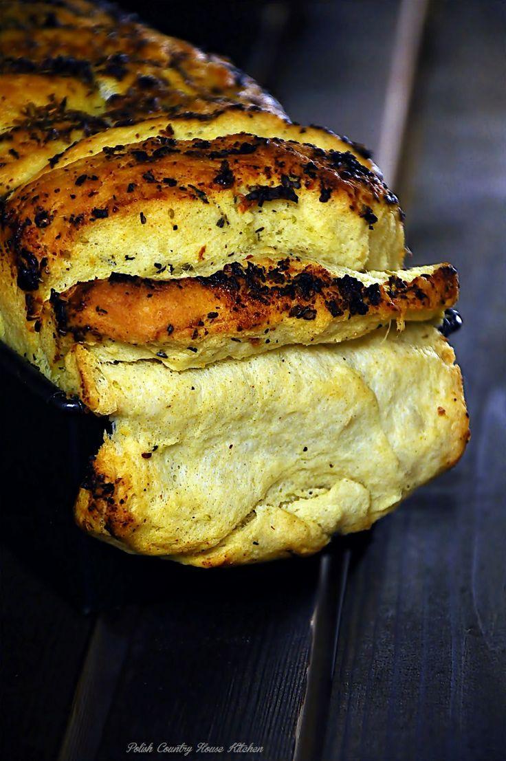 Odrywany czosnkowy, ziołowy chleb domowy