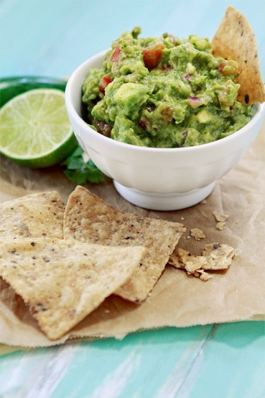 #guacamole #obsessed: Chips, Roasted Tomatillos, Guacamole Recipe, Cincodemayo, Food, Salsa Verde, Homemade Guacamole, Roasted Salsa, Tomatillos Guacamole