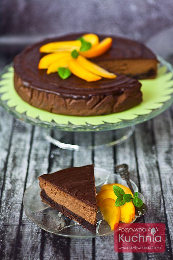 Sernik czekoladowy - #przepis na #sernik czekoladowy potrójnie: na spodzie brownie, z kremową, czekoladowo-serową masą, polany polewą z #czekolada  http://pozytywnakuchnia.pl/sernik-czekoladowy/  #ciasto #deser #kuchnia #wypieki