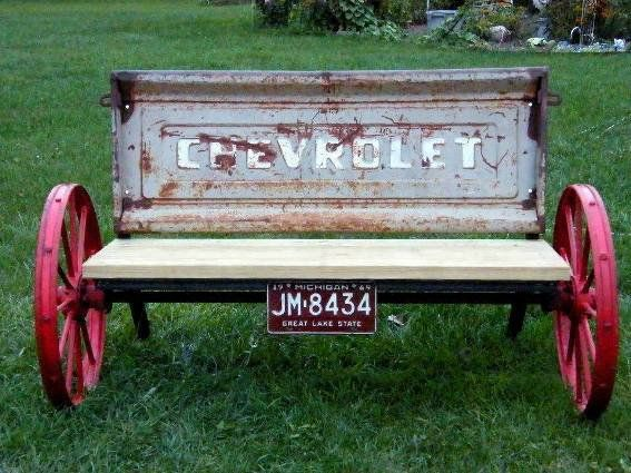 Upcycle a rusty old tailgate by making it into a garden bench
