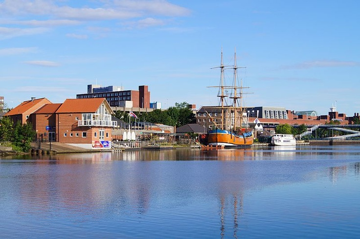 Castlegate Quay, Stockton on Tees. Featuring the Captain Cook Endeavour and the Teesside Princess. #Teesside #NorthEast via Wikipedia.org