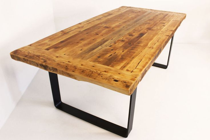 Belle table en bois antique (Bois de grange), patte en acier pour un look industriel. Design et Conception 100% Montréalaise  Great dining room table made out of reclaimed wood (Barn wood). Table legs made of solid steel. Buiild and design 100% in Montreal.