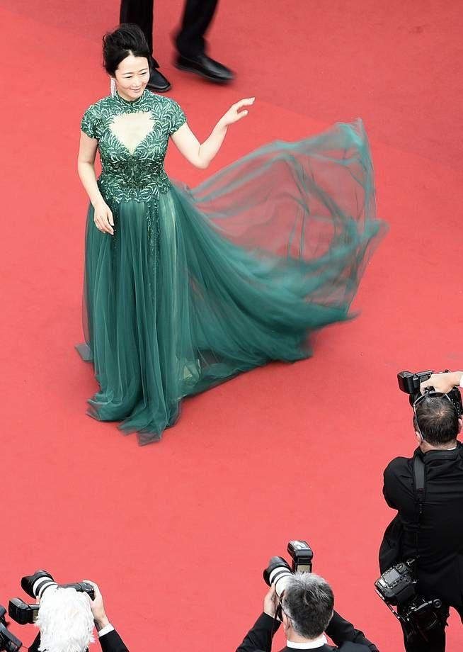 Gli abiti più brutti di Cannes 2015   Zhao Tao in abito verde smeraldo con corpetto ricamato   FOTO