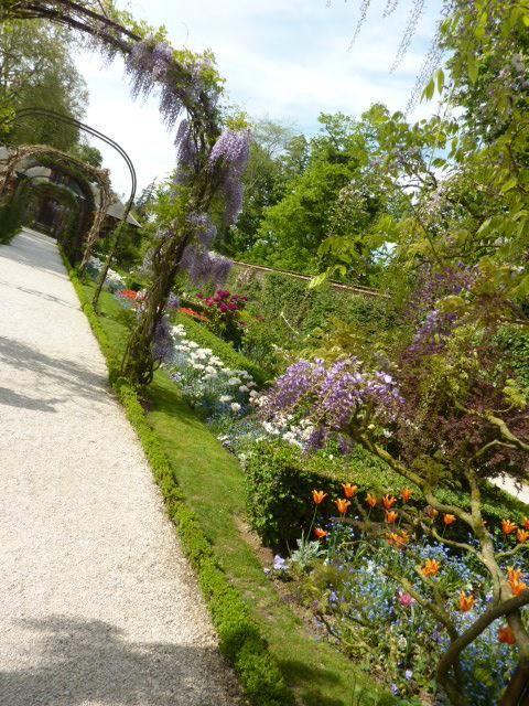 ブローニュの森の一角にあるバラ庭園。マダムに人気。フランス・パリの庭園。