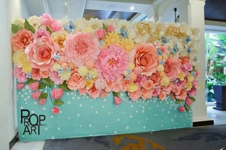 Hola a tod@s estoy muy emocionada porque el sábado es mi DESPEDIDA DE SOLTERA, y estoy muy emocionadaXD ... Hoy les traigo un DIY con imagenes, de flores gigantes para decorar, me inspire en la primera foto que mirara la segunda es el procedimiento y