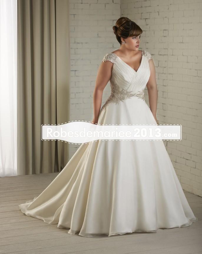 Terrific A-line Appliqes V-Neck train chapelle Plus Size robe de mariée