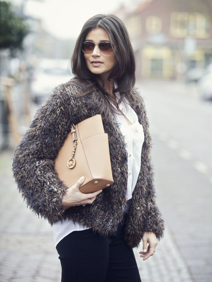 streetstyle look 2015 furry large cardigan Kiro by Kim light brown Michael Kors bag