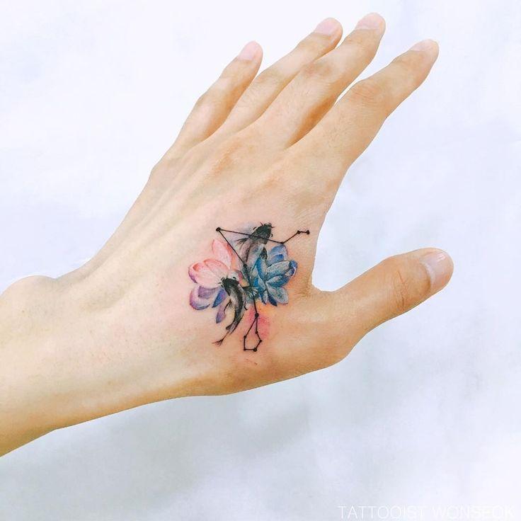 @tattooist_wonseok-#tatuaje peces en la mano