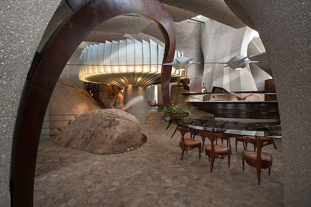California Desert House. Make me feel like an elegant cave man!
